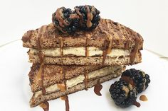 French Toast light realizzati con solo albume e cacao amaro, farciti con il porridge di fiocchi d'avena aromatizzati al caramello BPR Nutrition.