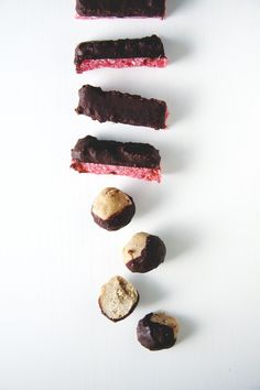 Chocolate Dipped Raspberry Coconut Bars & Chocolate Dipped Raw Oat Cookie Ball Raspberry Coconut Bar 90g raspberry 45g unsweetened shredded coconut flakes 70g honey/agave (or abit more if mixture is too crumbly) 2 tbsp (20g) coconut oil Chocolate...
