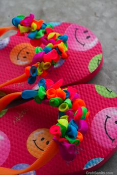 cool flip-flops-- would be cool with using only two similar hues of balloons too