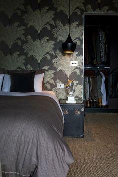 closet behind bed Wallpaper Design For Bedroom, Home Wallpaper, Amazing Wallpaper, Wallpaper Designs, Bedroom Designs, Bedroom Ideas, Interior Design Institute, Interior Design Courses, Closet Behind Bed