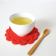 High quality oolong can be steeped several times from the same leaves and, unlike other teas, it improves with rebrewing: it is common to steep the same leaves three to five times, the third or fourth steeping usually being considered the best. Crochet Diy, Crochet Home, Crochet Crafts, Crochet Projects, Crochet Potholders, Crochet Stitches, Crochet Patterns, Crochet Coaster, Antique Booth Ideas