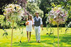 HILLEGOM - Een bruiloft zonder bruiloftsbloemen? Onvoorstelbaar. Bloemen en liefde zijn onlosmakelijk met elkaar verbonden. Bovendien zorgen bloemen voor zo'n fijne, ongedwongen sfeer op je bruiloft, welke stijl je ook kiest. Zeggingskracht Van klassiek-romantisch tot stoer-bohemien. Welke stijl je ook kiest voor je trouwdag, met bloemen kom je helemaal los. Een wit