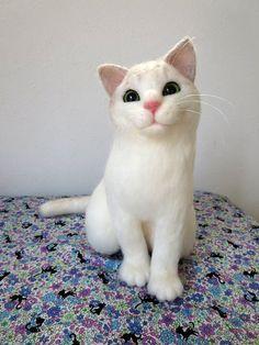 お座り猫 ホワイト&シルバー ★ 羊毛フェルト