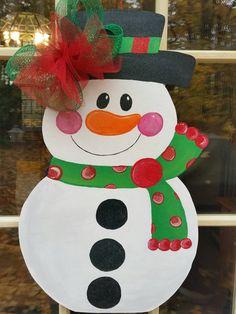 Snowman door by MoniLulis Class Decoration, School Decorations, Christmas Decorations, Holiday Decor, K Crafts, Foam Crafts, Very Merry Christmas, Christmas Door, Fall Pallet Signs
