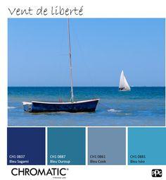 Associé à l'immensité du ciel ou de la mer, le #BLEU est symbole d'apaisement et de liberté. En #août, ajoutons une touche d'infini dans nos décorations ! www.chromaticstore.com