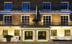 A London Tourist Guide. You Don't Need A Travel Agent To Pick A Great London Hotel. A great hotel turns your vacation into a fantasy. Read on to find out how to find an affordable place Boutique Hotels London, London Hotels, Luxury Family Holidays, Holiday Search, Hotel Safe, Mayfair London, Great Hotel, Hotel Deals, Hotel Reviews