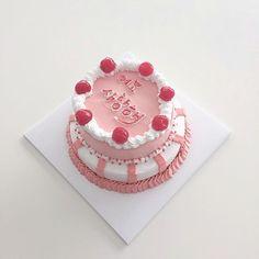 aesthetic, korea, and pastel image Chocolate Cake Recipe If you wish to make a handmade chocolate ca Pretty Birthday Cakes, Pretty Cakes, Cupcakes, Cupcake Cakes, Foto Pastel, Cute Desserts, Just Cakes, Love Cake, Sweet Cakes