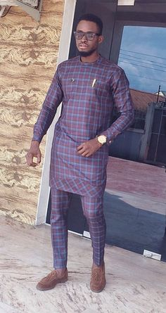 Latest African Wear For Men, African Attire For Men, African Dresses Men, African Shirts, Nigerian Men Fashion, African Print Fashion, Mens Fashion Suits, Men's Fashion, Fashion Dresses