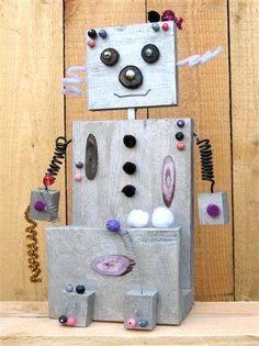 Een robot van hout en ander materiaal