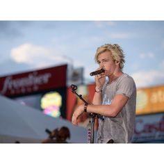 98 PXY Summer Jam 2014 ❤ liked on Polyvore featuring r5, ross lynch and pictures