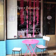 < all you need is love and hot chocolate > Vitrine de la St Valentin / Valentine's day shop window display