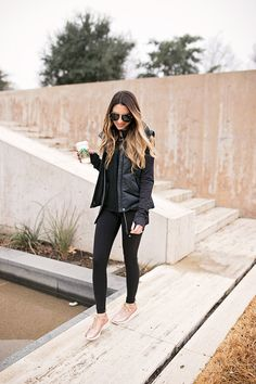 Tennis shoes outfit, tennis clothes, rose gold shoes, looks com tenis, woma Athleisure Outfits, Sporty Outfits, Cute Outfits, Fashion Outfits, Athleisure Fashion, Office Outfits, Tennis Shoes Outfit, Tennis Clothes, Tennis Gear