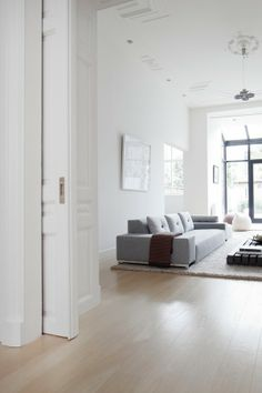 Vosgesparis: A white home in the Haque with a French touch