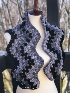 Crochet Diy This gorgeous scarf is so simple to make with a granny square chevron stitch. This free pattern is crocheted with just one skein of yarn. Make yours today! One Skein Crochet, Crochet Vest Pattern, Crochet Ripple, Crochet Diy, Form Crochet, Granny Square Crochet Pattern, Crochet Granny, Crochet Scarves, Crochet Shawl