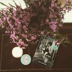 Fifth Avenue, 5 A.M. #perfectmonday #bookstagram #breakfastattiffanys #springflowers