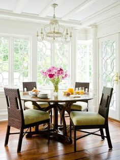 Natural light is the show-stopper in this gorgeous breakfast nook! More ideas here: http://www.bhg.com/kitchen/eat-in-kitchen/breakfast-nook-ideas/?socsrc=bhgpin082814brightandbeautiful&page=7