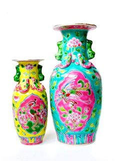 peranakan vase - Bing Images Ghost Bride, Trash Art, Chinoiserie Chic, Border Pattern, Asian Decor, Chinese Antiques, Art And Architecture, Flower Vases, Vintage Antiques