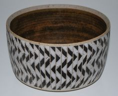 Per Rehfeldt, bowl in stoneware (1980). Own studio Gudhjem, Bornholm, Denmark. Incised and handpainted.