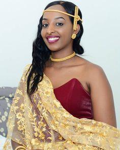 338 vind-ik-leuks, 1 opmerkingen - J D C D I G I T A S T U D I O (@jdcdigitalstudio) op Instagram African Wedding Cakes, African Wedding Attire, African Attire, African Wear, African Dress, Traditional Wedding Attire, Traditional Dresses, Traditional Weddings, Abaya Fashion