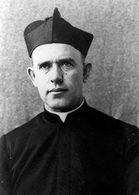 I have to do a research paper on father bernhard lichtenberg please help?