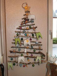 Anne, du blog Überall & Nirgendwo, vous présente aujourd'hui le sapin pliable, un sympathique arbre de Noël transportable idéal pour les citadins. Compact et facile à ranger, il permet de fêter Noël n'importe où. Renoncerez-vous aussi désormais au sapin de Noël classique ?