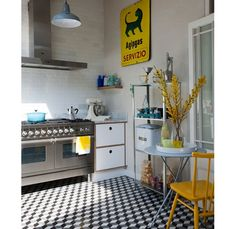 Yellow and turquoise accented kitchen - Home and Garden Design Ideas
