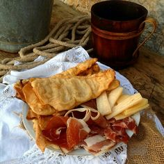 Domaće je domaće ....   #selo #seoskaidila #hrana #food #nature #village #tradicija #kuca #kultura #prsut #ustipci #bukara