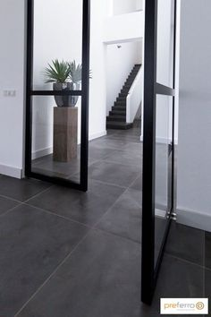 Inside doors with an unprecedented appearance. Inside steel and glass doors that enrich the home. Inside doors as a result of creativity, Dutch crafts Foyer Flooring, Slate Flooring, Foyer Design, House Design, Home Panel, Escalier Design, Inside Doors, Grey Tiles, Foyer Decorating