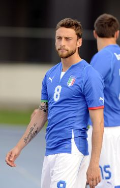 49 Pictures Of The Italian Soccer Team That Will Awaken Your Inner Thirst Italian Soccer Team, Claudio Marchisio, World Cup Teams, Soccer Photography, Most Popular Sports, Italian Men, Soccer News, Team Photos, Athletic Men