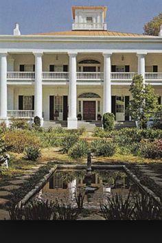 Beautiful Antebellum Home- Natchez, MS   Picture copied from google.com