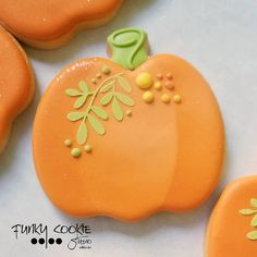 Image may contain: food Fall Decorated Cookies, Fall Cookies, Cut Out Cookies, Cute Cookies, Yummy Cookies, Pumpkin Sugar Cookies, Rolled Sugar Cookies, Iced Cookies, Fete Halloween