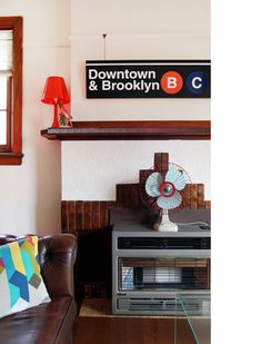 Is it wrong that I am in love with the New York Subway signage system? I want that sign. New York Subway, Melbourne House, Granny Chic, The Design Files, Home Accents, Home And Living, Holiday Crafts, Signage, Sweet Home