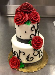 Classic 2-tier with blooming buttercream roses #carlosbakery