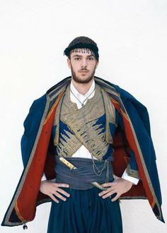 Greek Traditional Dress, Traditional Outfits, Empire Ottoman, Greek Culture, Scottish Clans, Folk Dance, Greek Clothing, Men In Uniform, Folk Costume