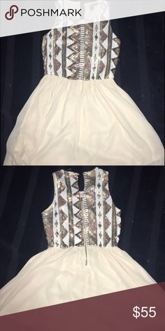 Very Cute Dress Short, Shimmery, Gold, and Cream dress. WINDSOR Dresses Midi