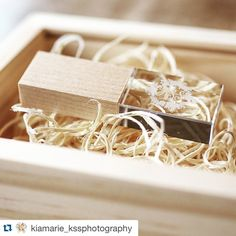 #Repost @kiamarie_kssphotography with @repostapp. #PresentationMatters ・・・ So pretty, so petite, so sweet! Our couples' USB drives  #USB #flashdrive #photoflashdrive @photoflashdrive #weddings #photographers #nikon #pretty #girlythings #love #brides #wood #maple #natural #gifts #happy #new