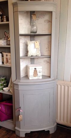 Corner drinks cabinet painted with Annie Sloan Paris Grey and decoupaged with vintage style wallpaper Corner Display Cabinet, Corner Hutch, Corner Cupboard, Kitchen Corner, Corner Cabinets, Kitchen Tv, Vintage Style Wallpaper, Trendy Wallpaper, Vintage Wallpapers