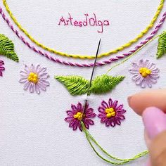 hand embroidery stitches tutorial step by step Basic Embroidery Stitches, Hand Embroidery Videos, Embroidery Stitches Tutorial, Crewel Embroidery Kits, Embroidery Flowers Pattern, Embroidery Thread, Vintage Embroidery, Embroidery Dress, Knitting Stitches