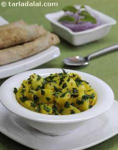 This winning combination of potatoes and fresh fenugreek leaves, in a dry curry form, is very common in every north indian home.