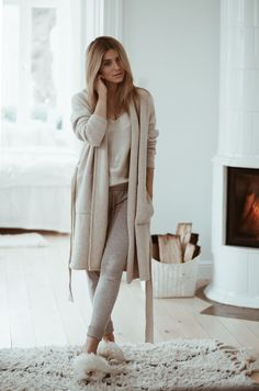 Cozy weekend style - Neutral and cozy weekend outfit Source by lifestyleeighty . - Cozy weekend style – Neutral and cozy weekend outfit Source by lifestyleeighty – Source by DianaCottonFashionOutfits - Sunday Outfits, Lazy Outfits, Stylish Outfits, Teenager Outfits, Loungewear Outfits, Athleisure Outfits, Pajama Outfits, Pastel Outfit, Neutral Outfit