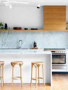 A Contemporary Queenslander (The Design Files) Modern Kitchen Interiors, Luxury Kitchen Design, Luxury Kitchens, Home Decor Kitchen, Home Kitchens, Kitchen Ideas, Dream Kitchens, Minimalist Kitchen, Minimalist Decor