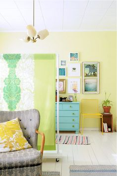 Small Space Solutions: Off the Wall Room Dividers that Work #apartmenttherapy #roomdividers #smallspaces
