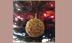Kijk hoe je deze mooie pannenlap in weefsteek haakt!   All Kinds of Things Christmas Ornaments, Holiday Decor, Home Decor, Decoration Home, Room Decor, Christmas Jewelry, Christmas Baubles, Christmas Decorations, Interior Decorating