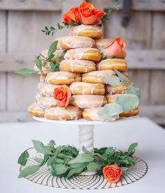 ideia para chá de panela, casamento, via @lisaannephoto instagram    Could not celebrate #nationaldonutday without our famous #donutcake !! 💕🍩🍩 Favorite day ever! Hello Friday!!! #lisaannephotography #weddings