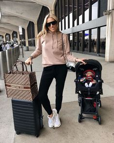 Lisa DiCicco Cahue in W+W // Cashmere Lounge Pant - Travel Outfits Airport Travel Outfits, Cute Travel Outfits, Comfy Travel Outfit, Travel Clothes Women, Traveling Outfits, Airport Style, Winter Mode Outfits, Winter Fashion Outfits, Trendy Outfits