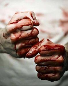 Sangre roja & tibia con la que puedo escribir.