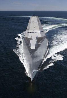 USS Zumwalt : Le super-destroyer furtif entre en flotte | Mer et Marine