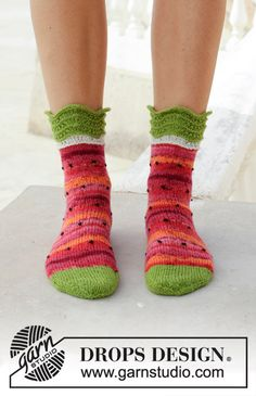 Fruity Feet - Knitted socks with water melon pattern. The piece is worked in DROPS Fabel. - Free pattern by DROPS Design Easy Knitting Patterns, Free Knitting, Knitting Projects, Knitting Socks, Crochet Patterns, Drops Design, Magazine Drops, Crochet Instructions, Knitted Slippers