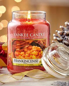 Frankincense es una fragancia que te recordará al incienso típico de la Semana Santa mezclado con el aroma de la naranja y un toque de pimienta. Es realmente delicioso.