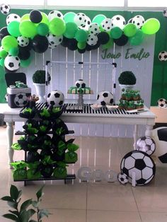 a great idea for a birthday. Thanks for the inspiration! Your Team Sports Themed Birthday Party, Soccer Birthday Parties, Birthday Themes For Boys, Football Birthday, 18th Birthday Party, Soccer Party, Birthday Balloons, Birthday Party Decorations, Soccer Baby Showers